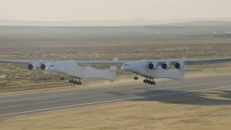Video: Weltgrößtes Flugzeug absolviert ersten Testflug