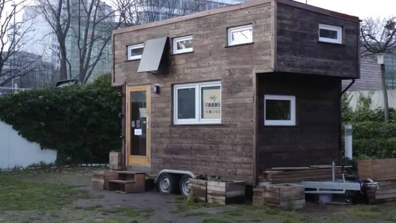 Tiny Houses: Wohnungsmangel – Migranten bauen Mikrohäuser in Berlin