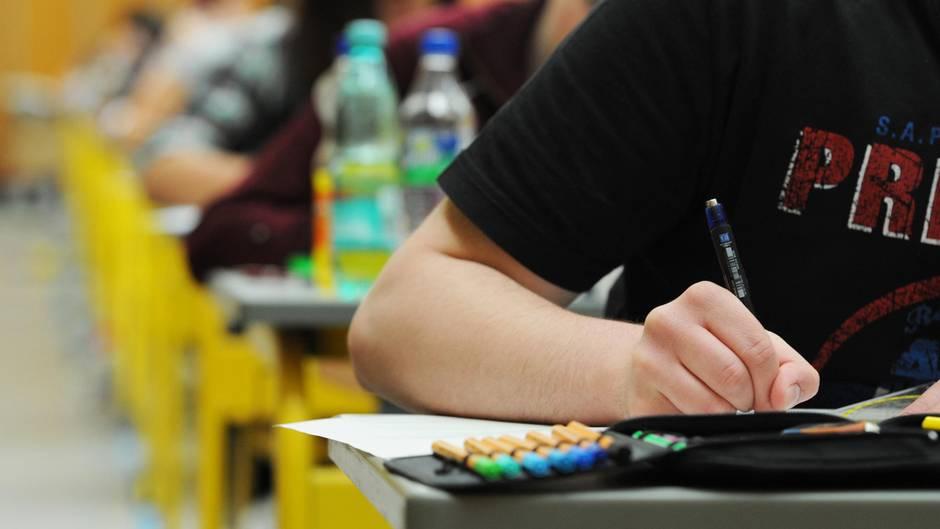 Nach Abschlussprüfung: Mathe-Abi zu schwer? Schüler starten Online-Petition und finden Zehntausende Unterstützer