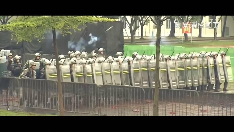 Video: China droht Demonstranten in Hongkong mit Armee