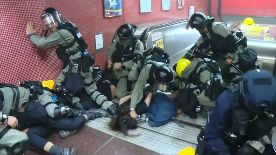 Video: Flughafen Hongkong stellt nach erneuten Protesten Betrieb ein