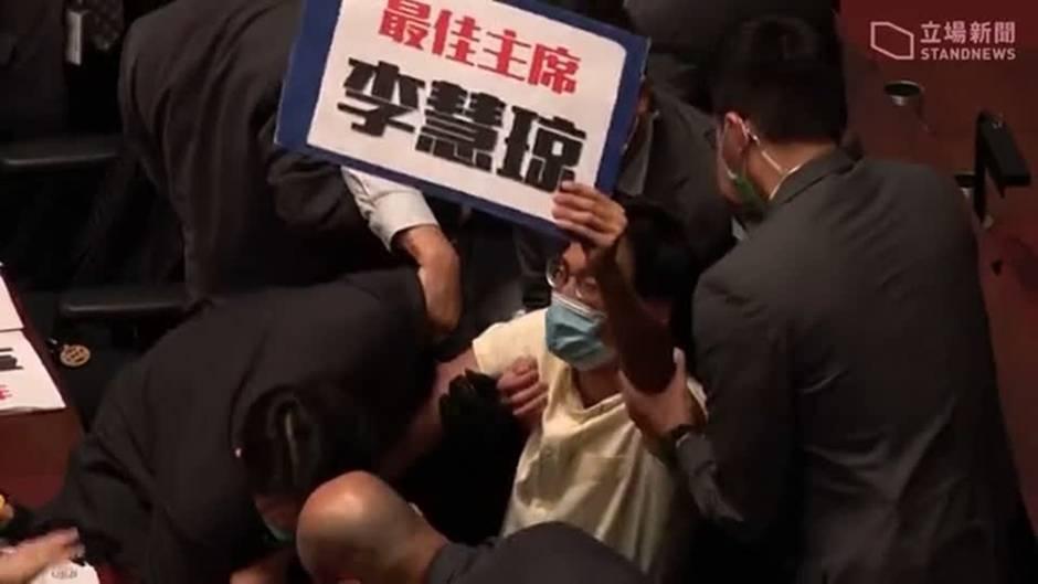 Parlamentarische Versammlung: Abgeordnete von Hongkong werden abgeführt – USA beantragen UN-Sicherheitsratsitzung