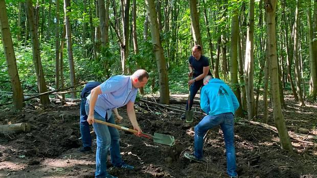 Ermittler der Polizei Berlin graben nach gestohlenen Wertgegenständen aus der Gedächtniskirche