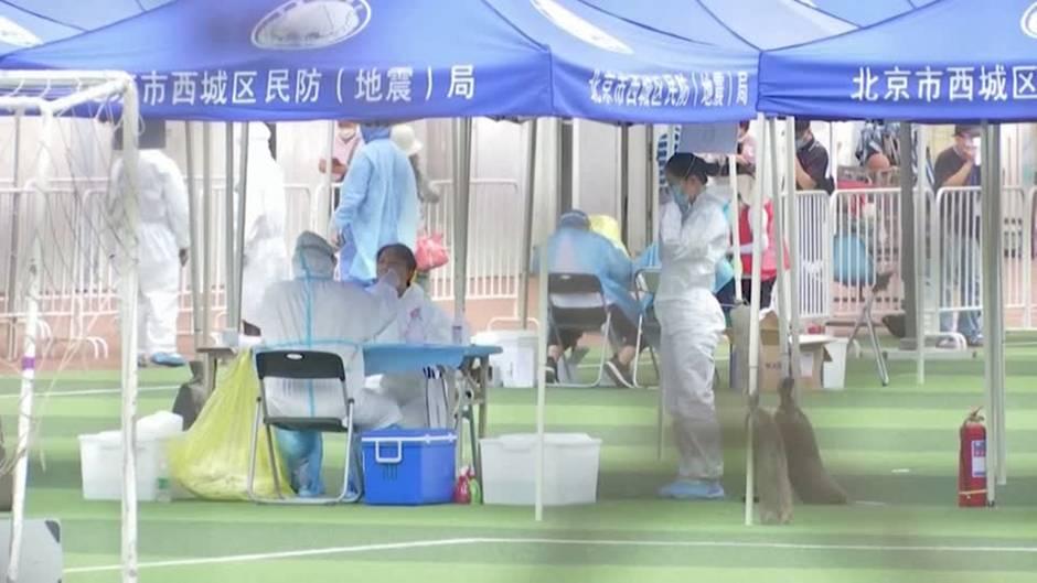 Stadt teilweise abgeriegelt: Corona-Lage in Peking angespannt – Behörden verhängen zweithöchste Sicherheitsstufe