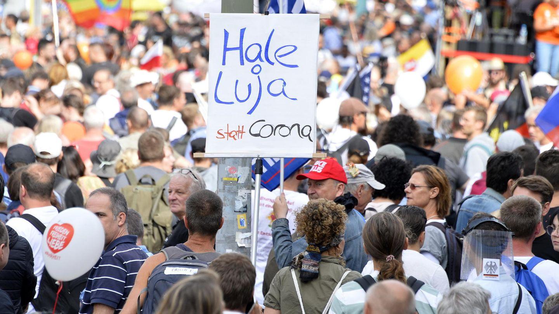 Prof. Dr. Peter Fischer: Corona-Demonstrationen: Warum so viele Menschen an bizarre Verschwörungstheorien glauben