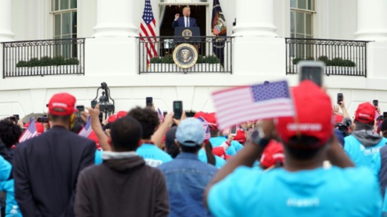 Trump spricht von Balkon des Weißen Hauses zu Anhängern