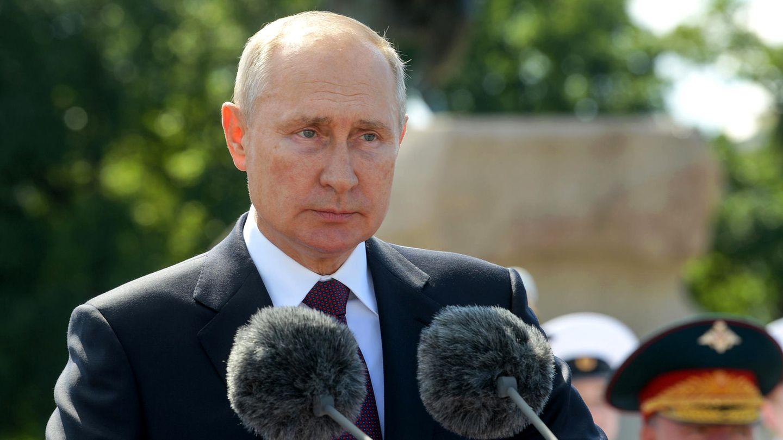 Wladimir Putin zeigte sich bei der Parade anlässlich des Tages der russischen Marine sichtlich angeschlagen