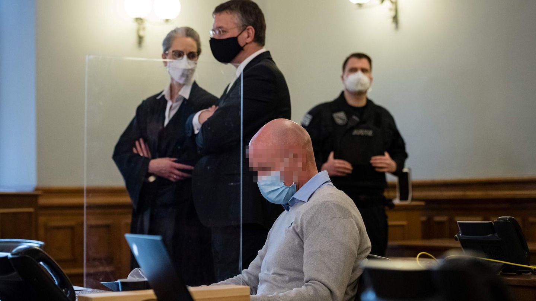 Der Angeklagte vor Prozessbeginn im Landgericht Leipzig
