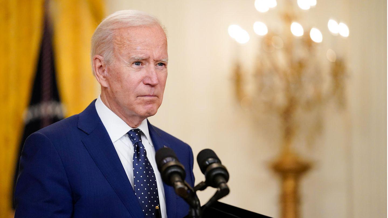 USA, Washington: Joe Biden, Präsident der USA, spricht im East Room des Weißen Hauses