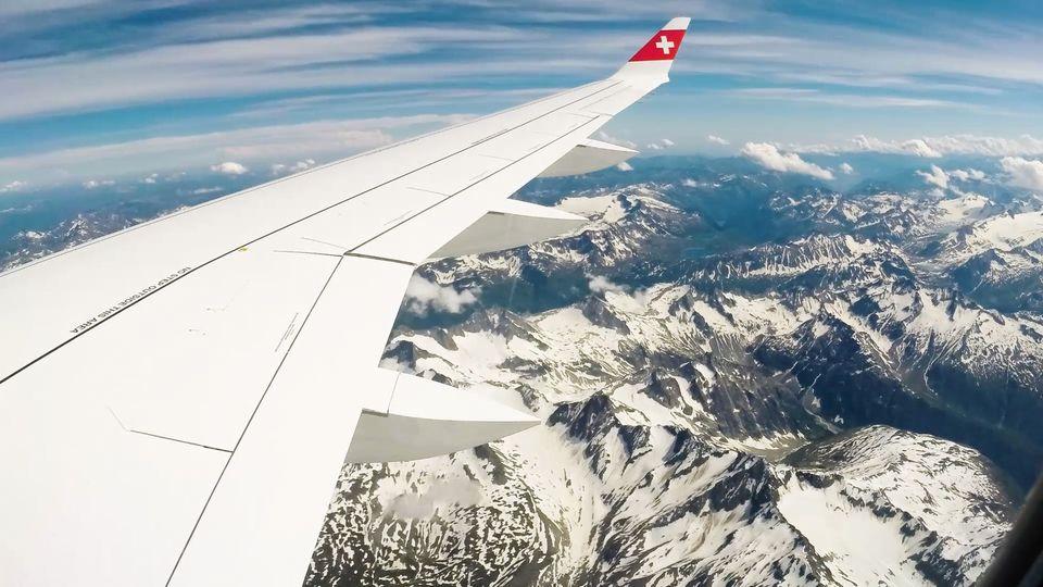Mit der Bombardier C-Series von Swiss über den Alpen