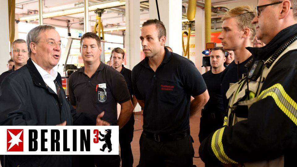 CDU-Kanzlerkandidat Armin Laschet im Gespräch mit Feuerwehrleuten in Hagen