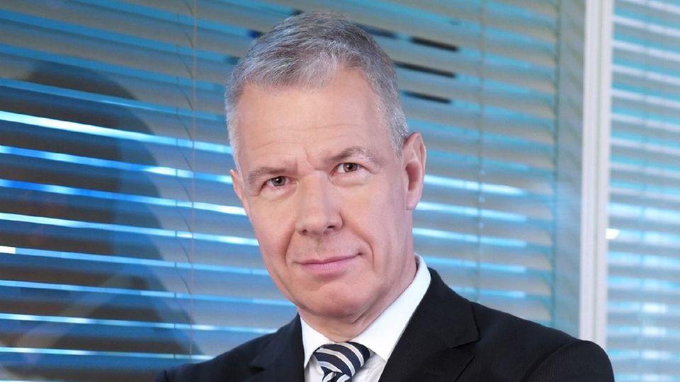 """Peter Kloeppel ließ sich von einem Stromausfall im """"RTL aktuell""""-Studio nicht aus dem Konzept bringen."""