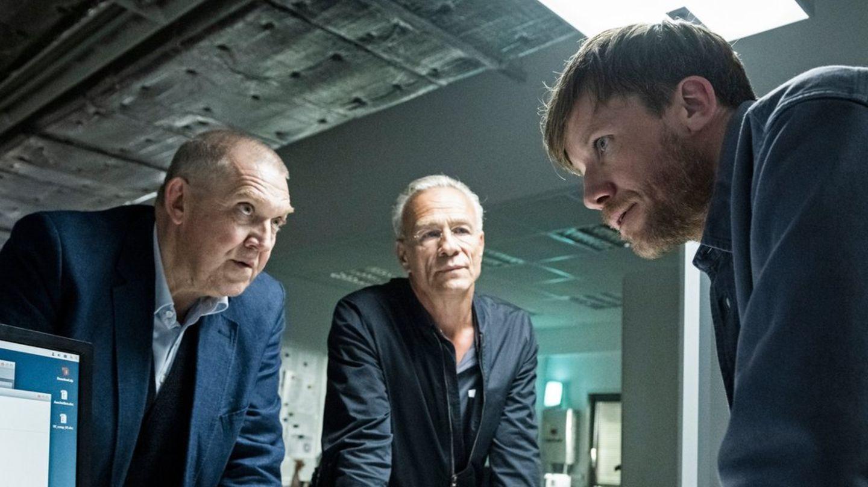 """""""Tatort: Der Reiz des Bösen"""": Max Ballauf (Klaus J. Behrendt) und Freddy Schenk (Dietmar Bär) befragen Torsten Merser (Nikolau"""